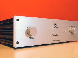 How Can You Control The Volume Of Monoblock Power Amps?